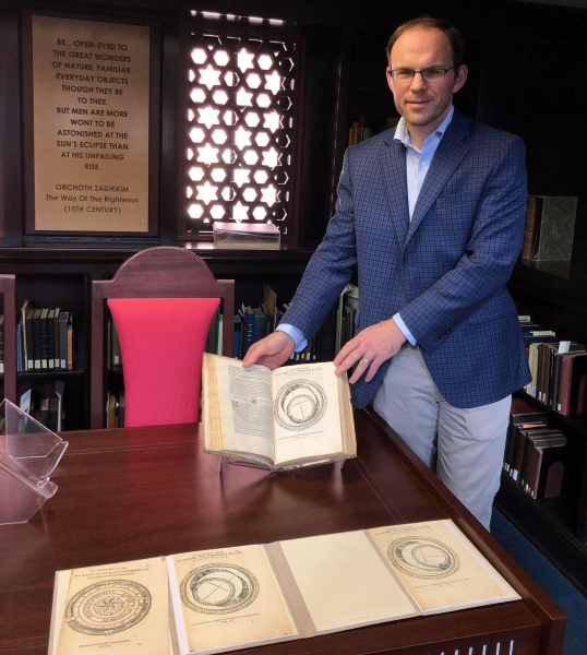 Displaying an early modern scientific book
